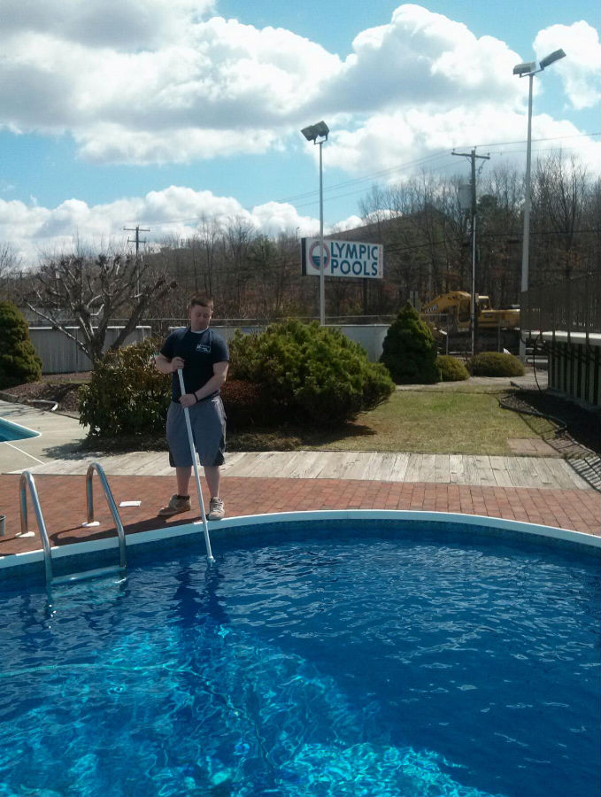 Tallen Cleaning Pool 2